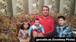 İlham Zəkiyev övladları ilə birgə. Foto: gencaile.az