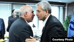 مدیرعامل بانک رفاه (چپ) میگوید وزیر کار (راست) نمیتواند او را از سمتش برکنار کند.