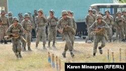 Ерменски војници на вежба во Нагорно-Карабах.