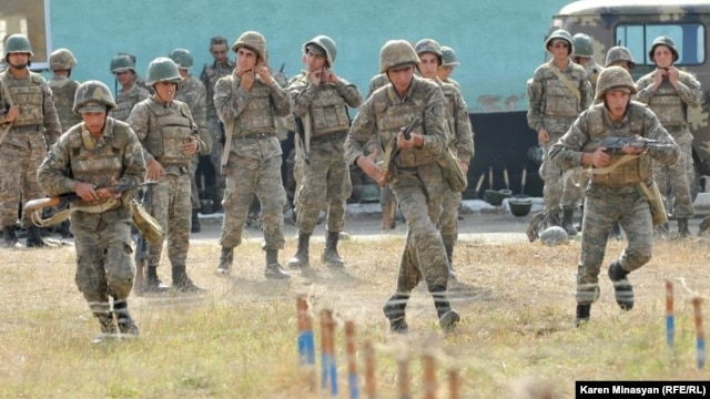 Nagorno Karabakh -- Soldiers undergo training at a Karabakh Armenian army base, 28Oct2012