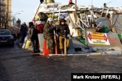 Киев, январь 2014 года. Многие участники Евромайдана не знали, что вскоре им придется сменить бейсбольные биты и деревянные щиты на настоящее оружие
