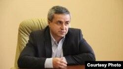 Отозвать своего депутата сегодня намеревалась и партия «Единство народа», которая уже полтора года пытается лишить мандата Алана Козонова
