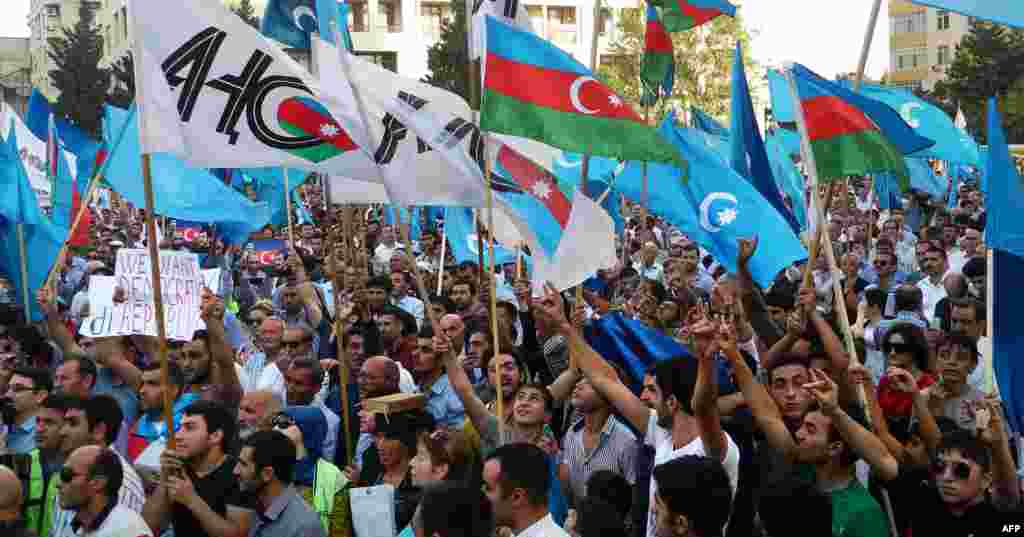 Campaign rallies for opposition candidate Camil Hasanli, by contrast, have drawn colorful crowds estimated at several thousand. Here, a Baku rally on September 22.