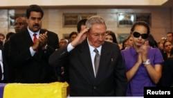 Venezuela - Presidenti i Kubës Raul Kastro gjatë nderimeve në funeralin e Chavez-it