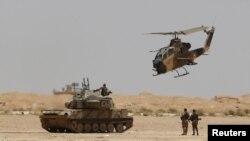 مروحيات اردنية تحلق قرب معبر الكرامة ومدينة رويشيد الحدودية مع العراق 25 نيسان 2014