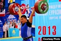 Казахстанский тяжелоатлет Селимхан Абубакиров. Тайланд, 10 марта 2014 года.