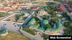 Как утверждает Абдурахманов, особняк с зелёной крышей – это дом Делимханова