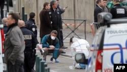 Policia zhvillon hetime afër shkollës së hebrenjëve në Tuluz, ku ndodhi vrasja e katër personave