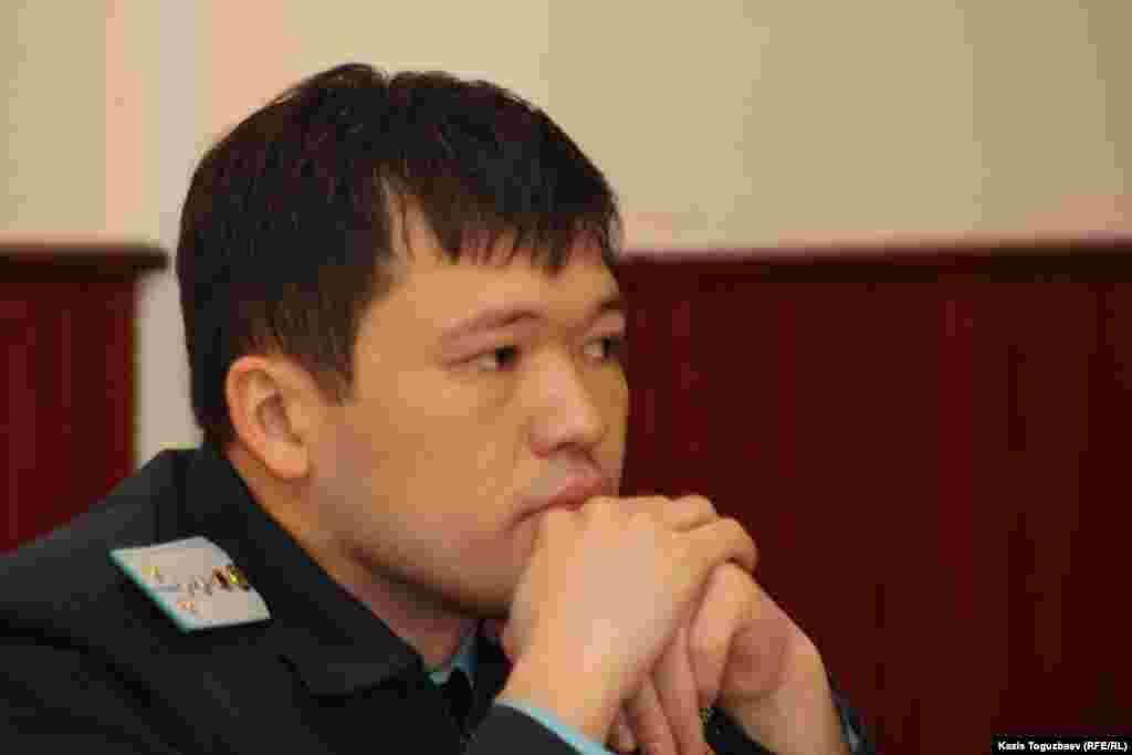 Прокурор Медеуского района Тимур Ауталипов требует закрытия издания «Республика» как единого СМИ. Алматы, 22 февраля 2013 года.