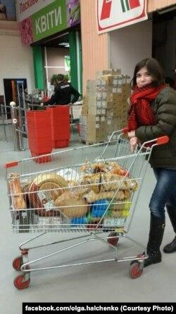 Купить нужные военным бытовые вещи можно в супермаркете, для всего остального волонтерам приходится договариваться с Министерством обороны