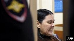 Няня из Узбекистана Гульчехра Бобокулова в зале суда.