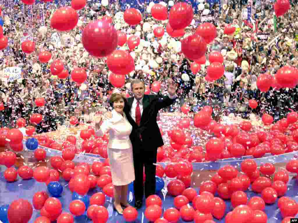 First election campaign in 2000 - Republican presidential nominee George W. Bush and his wife Laura wave to the delegates after his acceptance speech at the 2000 Republican National Convention at the First Union Center in Philadelphia on August 3, 2000.