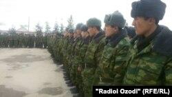 Таджикские солдаты