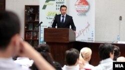 """Министерот за труд и социјална работа Спиро Ристовски на панел дискусија """"Десет начини да се намали младинската невработеност""""."""