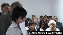Электр қуаты тарифіне наразы адамдардың соты. Талдықорган, 5 мамыр 2011 жыл.