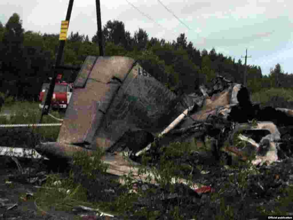 На месте крушения самолета ТУ-134 под Петрозаводском. Фото пресс-службы МЧС