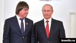 Heart surgeon Yevgeny Pokushalov (left) with President Vladimir Putin at the Kremlin in June 2017