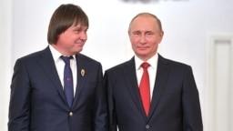Heart surgeon Yevgeny Pokushalov (left) with President Vladimir Putin at the Kremlin in June 2017