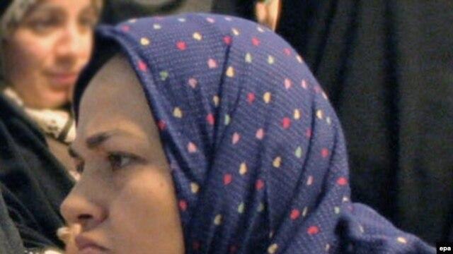 هاله سحابی، دختر عزتالله سحابی و از فعالان ملی مذهبی