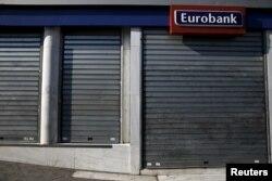 Всю неделю в Греции не работали банки, был установлен лимит на снятие денег в банкоматах