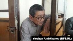 Кәсіподақ белсендісі Әмин Елеусіновтің сотта отырған сәті. Астана. 14 наруыз 2017 жыл