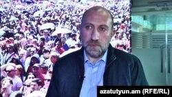 Քաղաքական վերլուծաբան Հակոբ Բադալյանը հարցազրույց է տալիս «Ազատությանը», արխիվ