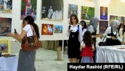 جانب من معرض طالبات معهد الفنون ببغداد