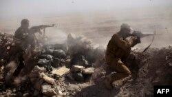 نیروهای عراقی و پیشمرگههای کرد در حال انجام عملیات زمینی علیه «حکومت اسلامی» هستند