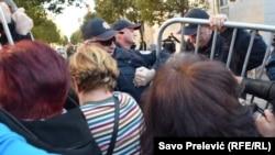 Protest majki troje i više djece zbog smanjenja naknada u Podgorici
