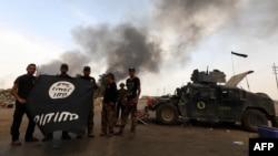 نیروهای ارتش عراق در اطراف شهر قیاره. شهر قیاره در نزدیکی موصل قرار دارد.