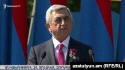 Президент Серж Саргсян во время военного параде, посвященного 25-й годовщине независимости Армении. Ереван, 21 сентября 2016 г.