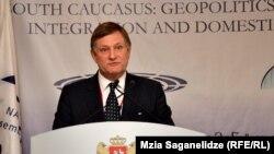 Претседателот на Парламентарното Собрание на НАТО, Хју Бејли