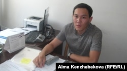 Наурызбай ауданы әкімдігінің қызметкері Ахат Жолаев. Алматы, 10 шілде 2014 жыл.
