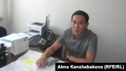 Ахат Джулаев, сотрудник акимата Наурызбайского района. Алматы, 10 июля 2014 года.