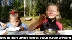 Настя (слева) и Таня (справа)