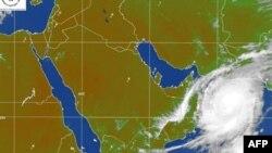 گرد باد استوایی گونو با سرعت ۲۰۰ کيلومتر در ساعت مناطق مختلف استان هرمزگان را در نوردید