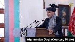 محمد اشرف غنی رئیس جمهور افغانستان حین صحبت در مراسم عقد قرارداد خریداری گبیون برای ۵ حوزه دریایی افغانستان در ارگ ریاست جمهوری