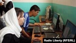 В компьютерном классе. 16 мая 2012 года.