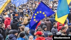 Прапор ЄС на майдані Незалежності в Києві під час Революції гідності, грудень 2013 року