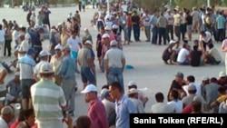 Сцена из забастовки нефтяников. Жанаозен, 8 июля 2011 года.