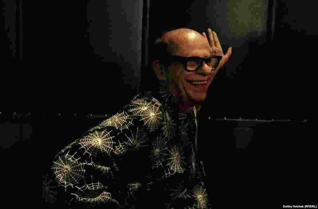 """Бразильский хулиган Иван Кардосо представил на фестивале свой фильм """"Дьявольская оргия""""."""