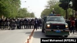 قوات أمن تغلق شارعاً في السليمانية