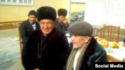 Uzbek oppositionist Isroiljon Xoldorov (left) and rights lawyer Saidjahon Zaynobiddinov on February 22.