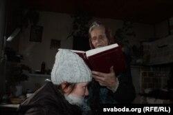 Адна з гераіняў кнігі, шаптуха Ганна з Руткі на Падляшшы