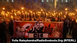 «Бандерівський марш» зі смолоскипами у Дніпрі. 1 січня 2018 року