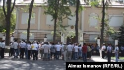 Пикет у посольства Белоруссии в Бишкеке, 28 августа
