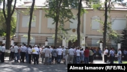 Беларуснинг Бишкекдаги элчихонаси биноси олдидаги пикет, 2012 йилнинг 28 августи.