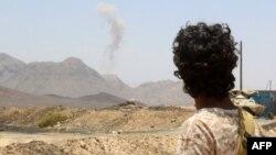 یک شبهنظامی هوادار دولت عبد ربه منصور هادی، رئیسجمهوری یمن