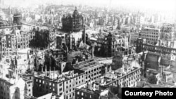 Разрушенный бомбардировками Дрезденский дворец