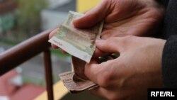 """Rubla transnistreană s-a prăbușit """"oficial"""""""